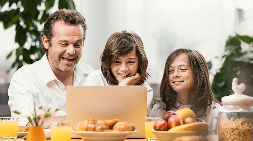 Orange pokračuje v PR kampani Rodinné LOVEstories. Tentokrát s hercom Mariánom Miezgom